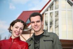 Famiglia alla casa Fotografie Stock