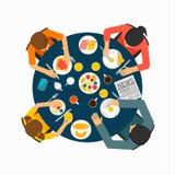 Famiglia alla tavola che mangia prima colazione sana Illustrazione Vettoriale