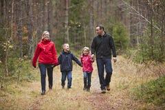 Famiglia ambulante fotografia stock libera da diritti