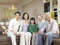 Famiglia asiatica felice Immagine Stock