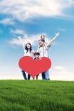 Famiglia asiatica felice in prato Immagini Stock Libere da Diritti