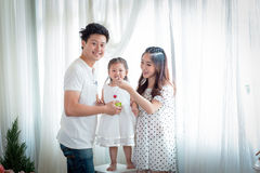 Famiglia, bambini, istruzione, scuola e concetto felice della gente - h Fotografie Stock