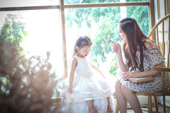 Famiglia, bambini, istruzione, scuola e concetto felice della gente - h Immagini Stock