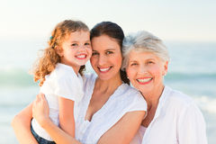 Famiglia bella alla spiaggia Fotografie Stock