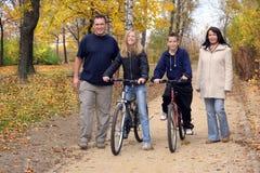 Famiglia - camminata Fotografia Stock Libera da Diritti