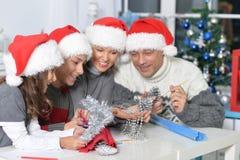 Famiglia in cappelli di Santa Fotografie Stock Libere da Diritti