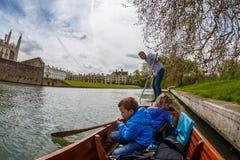 Famiglia che calcia a Cambridge Fotografia Stock Libera da Diritti