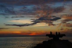 Famiglia che divide il tramonto, Colombia Fotografia Stock