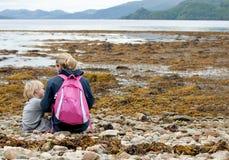 Famiglia che esplora la Scozia Fotografia Stock