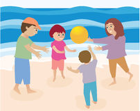 Famiglia che gioca sulla spiaggia Immagini Stock Libere da Diritti