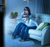 Famiglia che guarda 3D TV Fotografia Stock Libera da Diritti