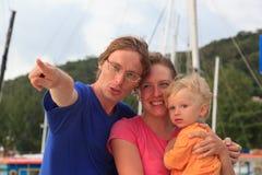 Famiglia che osserva in avanti Immagine Stock Libera da Diritti