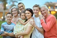 Famiglia che si rilassa alla località di soggiorno Immagini Stock