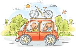 Famiglia che viaggia in macchina nella campagna Fotografia Stock Libera da Diritti