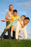 Famiglia con i bambini Fotografia Stock