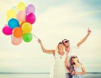 Famiglia con i palloni variopinti Immagine Stock Libera da Diritti