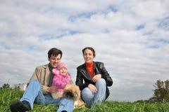 Famiglia con il bambino e cane Immagini Stock