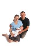 Famiglia con il bambino su una priorità bassa bianca immagini stock libere da diritti