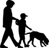 Famiglia con il cane royalty illustrazione gratis