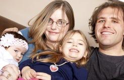 Famiglia con il nuovo bambino immagine stock