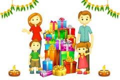 Famiglia con il regalo di Diwali Fotografia Stock Libera da Diritti