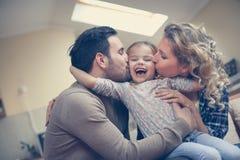 Famiglia con le figlie una fotografie stock libere da diritti