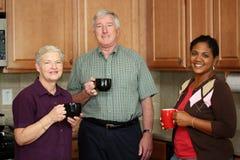 Famiglia in cucina immagini stock libere da diritti