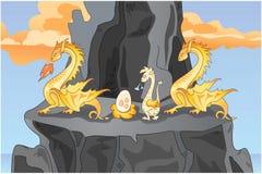 Famiglia dei draghi gialli su una roccia 2 Immagini Stock Libere da Diritti