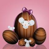 Famiglia dei topi con l'uovo di Pasqua Immagini Stock Libere da Diritti