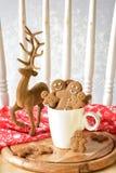 Famiglia del pan di zenzero al Natale Immagini Stock Libere da Diritti