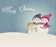 Famiglia del pupazzo di neve sul fondo di inverno Fotografia Stock Libera da Diritti
