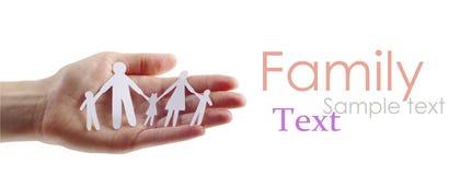 Famiglia di carta in mani Fotografia Stock Libera da Diritti