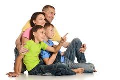 Famiglia di Frendly sul pavimento Fotografie Stock Libere da Diritti
