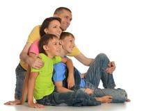 Famiglia di Frendly sul pavimento Fotografia Stock Libera da Diritti