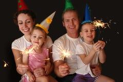 Famiglia di quattro con gli sparklers Fotografia Stock
