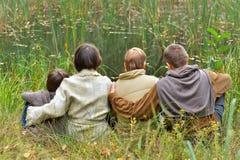 Famiglia di quattro in sosta Immagini Stock