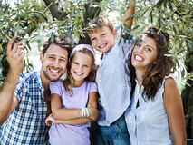 Famiglia divertendosi con dentro una serra Fotografie Stock