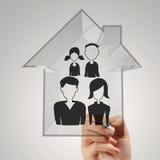 Famiglia e casa di tiraggio della mano come assicurazione Immagini Stock Libere da Diritti