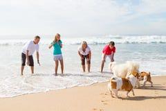 Famiglia ed animale domestico Fotografia Stock