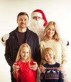 Famiglia ed il Babbo Natale Immagini Stock