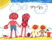 Famiglia felice alla spiaggia felice! fotografia stock libera da diritti
