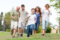 Famiglia felice che gode all'aperto Fotografia Stock Libera da Diritti