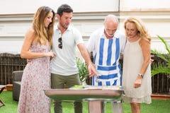 Famiglia felice che ha barbecue Immagine Stock Libera da Diritti