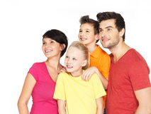 Famiglia felice con due bambini che guardano lato Fotografia Stock Libera da Diritti