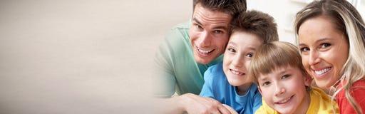 Famiglia felice con i bambini immagine stock