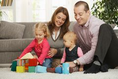 Famiglia felice con il bambino ed il bambino Immagine Stock