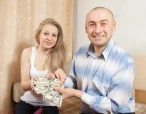 Famiglia felice con molti dollari US Fotografia Stock Libera da Diritti