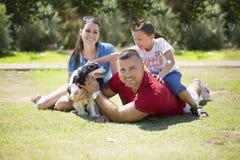 Famiglia felice con un cane Immagine Stock