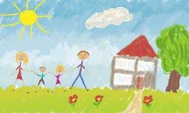 Famiglia felice davanti alla loro casa Fotografia Stock Libera da Diritti