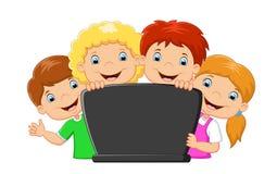 Famiglia felice del fumetto con il computer portatile Immagine Stock Libera da Diritti